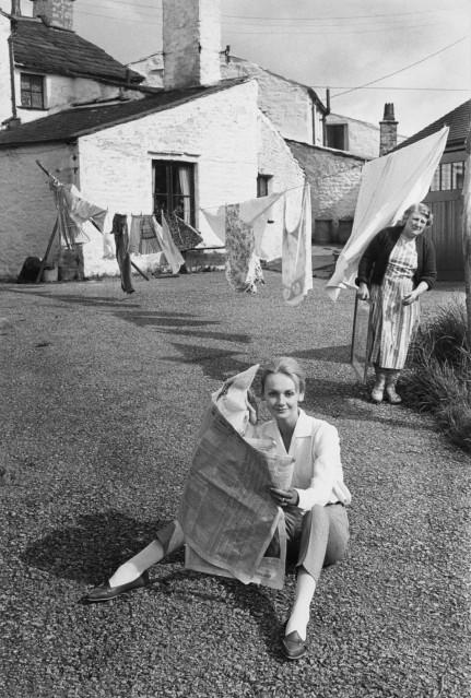 Rosalind and laundry for Vogue UK, 1961 - Frank HORVAT