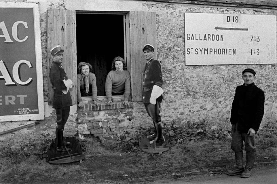 Fake Policemen, Gallardon, France, 1956 - Frank HORVAT