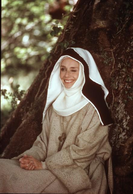 Audrey Hepburn, wink, 1976 - Douglas KIRKLAND