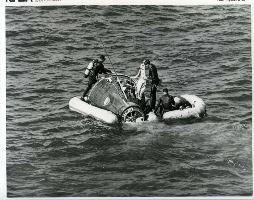 Gemini 6, On water, Recovery Operation (65-H-2277) - NASA