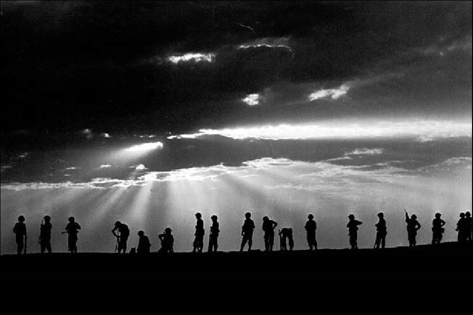 Line of soldiers, 1959 - David RUBINGER