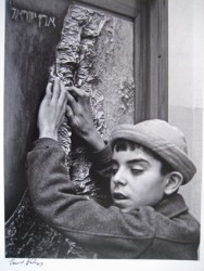 Blind boy 'sees' Israel with his fingers, 1960