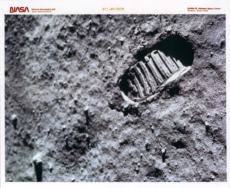 Apollo 11, Footprint (AS11-40-5878) - NASA
