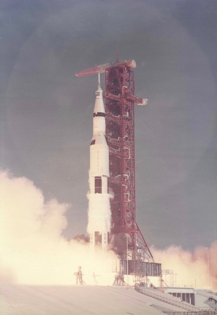 Apollo 11, Launch of Saturn V (S-69-39525) - NASA