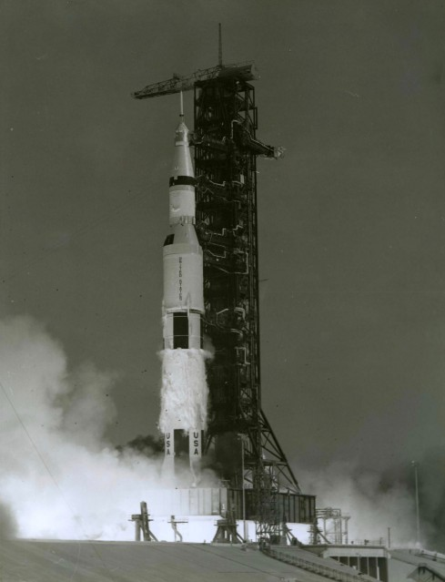 Apollo 11, Lancement de la fusée Saturn V (S-69-39525) N&B - NASA
