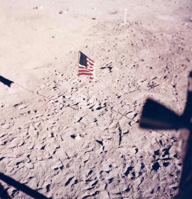 Apollo 11, The Flag (AS11- 37- 5545) - NASA