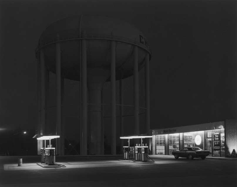 Petit's Mobil Station, 1974 - George TICE