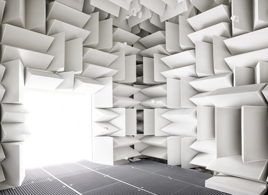 White Anechoic Chamber - Vincent FOURNIER