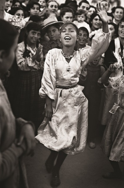 Gypsy dancer, Seville, Spain, 1952 - Ormond GIGLI