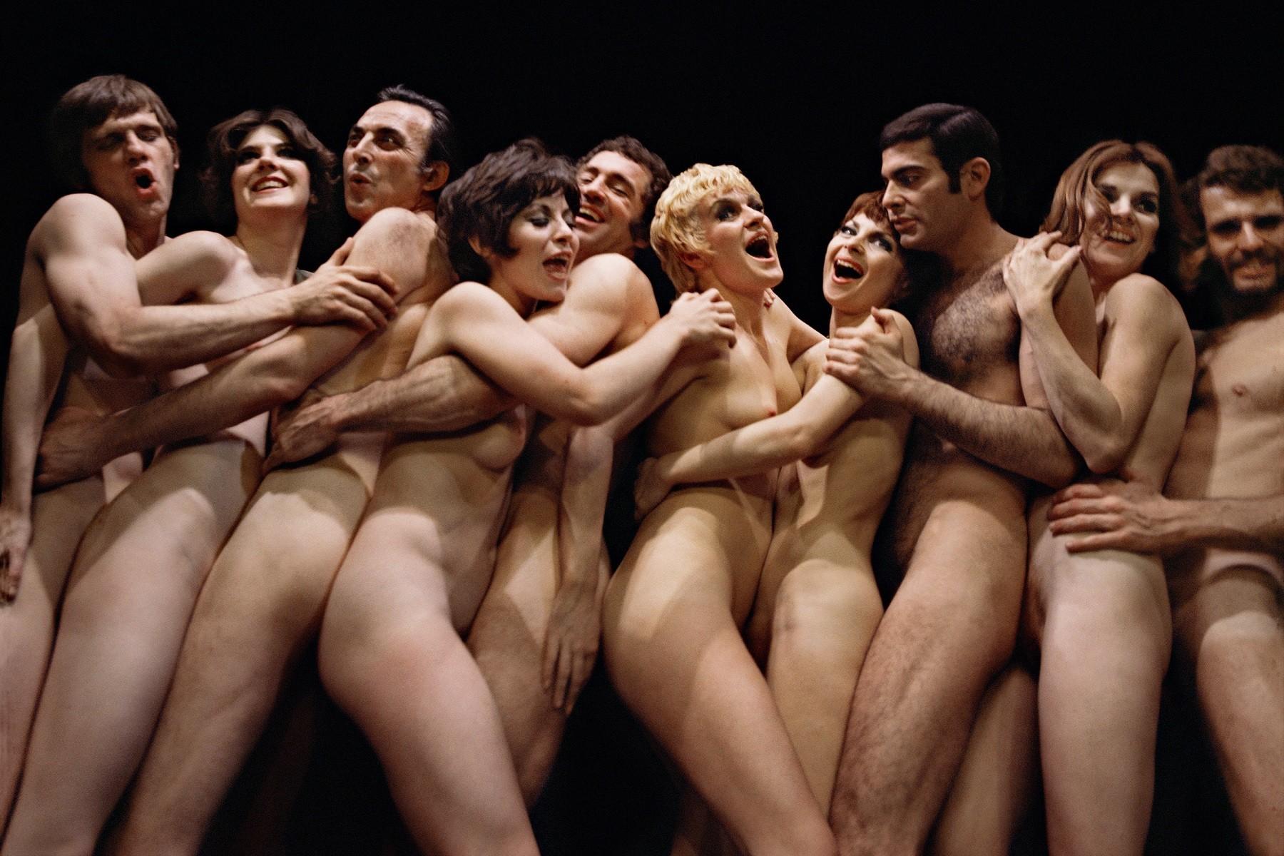Смотреть бесплатно голые в театре, Видео 26 фотография