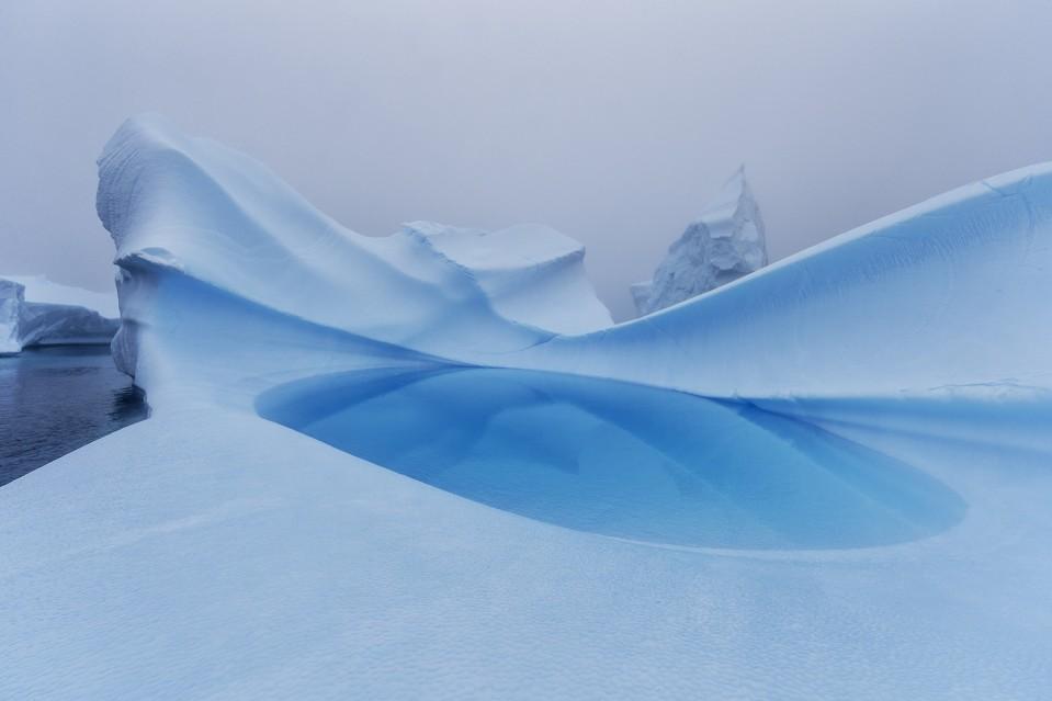 Blue Lagoon - Paul NICKLEN