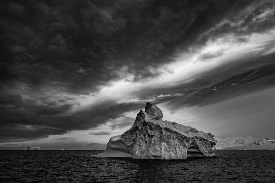 Iceberg Alley - Paul NICKLEN