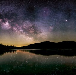 Miroir d'un ciel étoilé