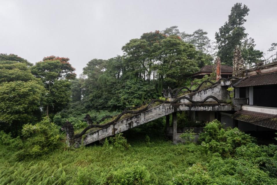 The Ghost Hotel - Romain VEILLON