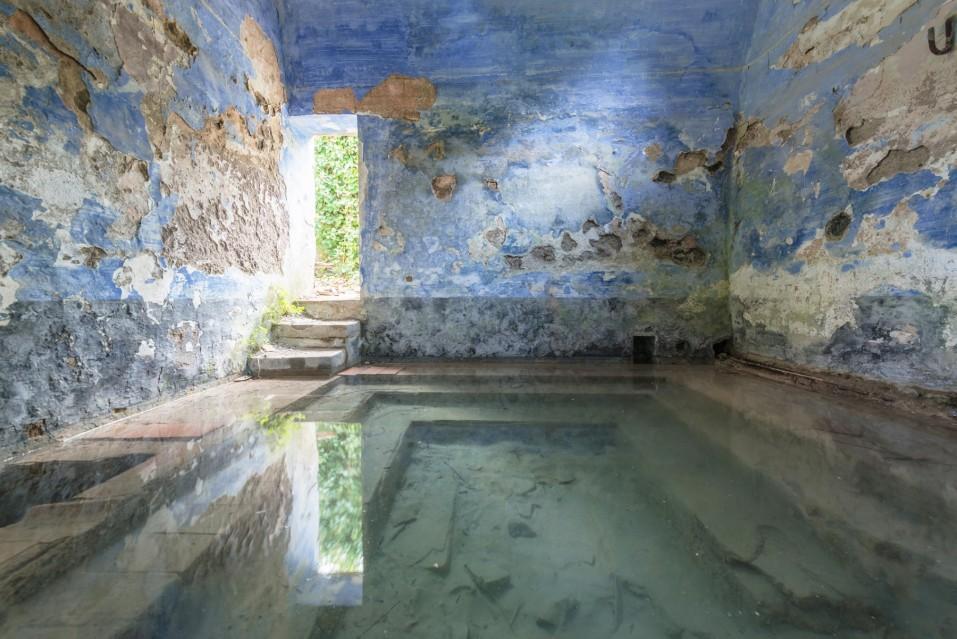 Blue Baths - Romain VEILLON