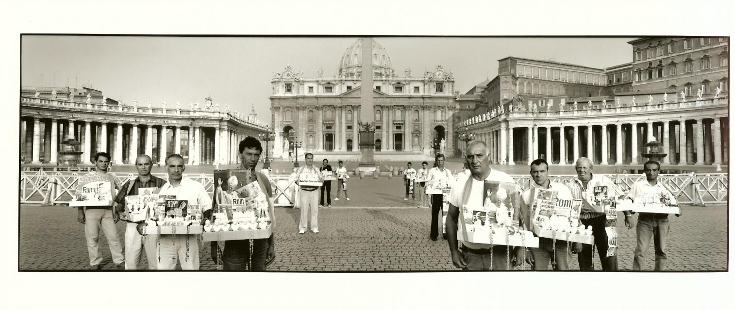 Vendeurs de souvenirs, 1992 - Frederic BRENNER