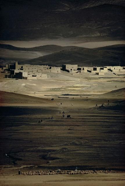 Maroc, Haut-Atlas, Moussen, Imilchil, 1976 (1) - Harry GRUYAERT