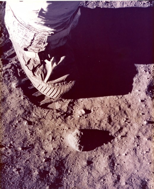 Apollo 11, Buzz Aldrin's boot and footprint (AS11-40-5880) - NASA