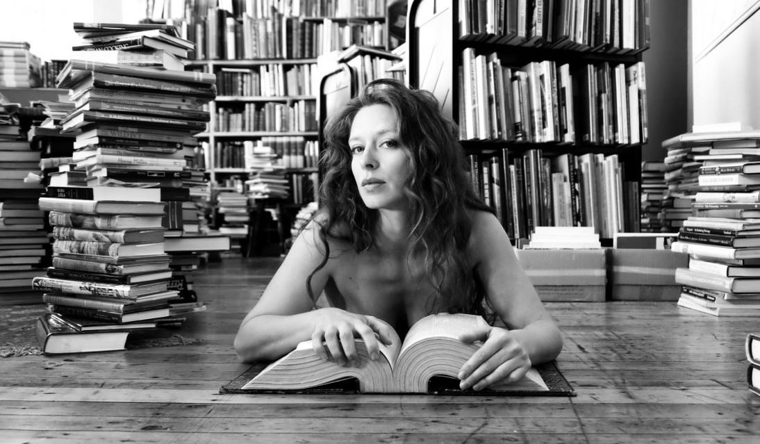Bianca (allongée) - Florin FIRIMITA