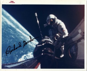 Gemini 11, Richard Gordon, extravehicular activity (EVA) (S-66-54454)