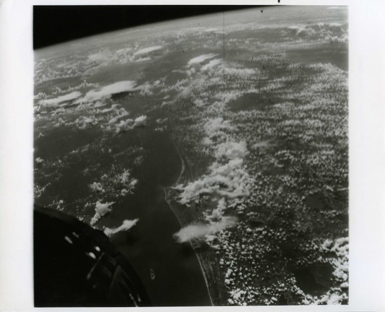 Gemini 5, Earth-Sky View (65-H-1372) - NASA