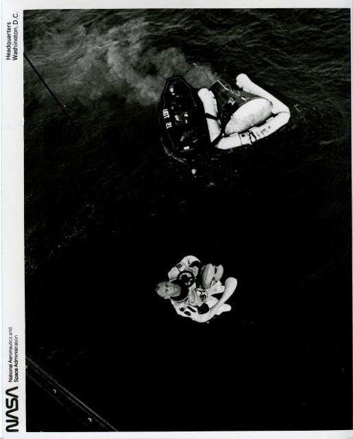 Gemini 12, Aldrin's recovery (66-H-1436) - NASA