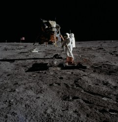 Buzz Aldrin deploying PSEP (AS11-40-5949)