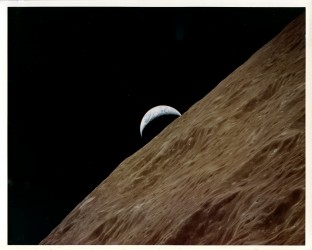 Apollo 17, Earth crescent (72-H-1631)