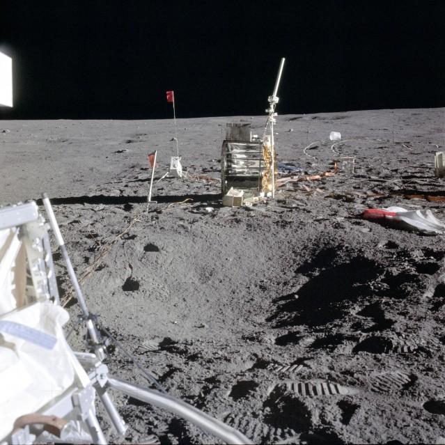 Apollo 14, Éléments de l' ALSEP (AS14-67-9376) - NASA