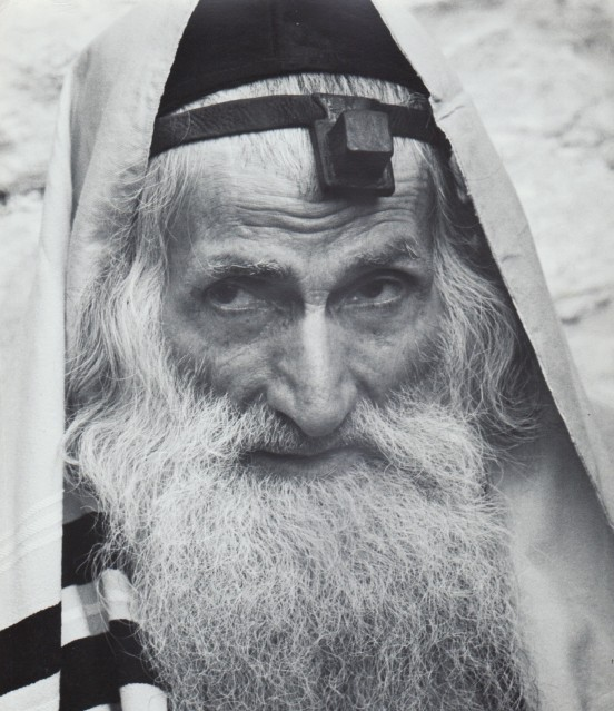Talith and Tfillin. Lag Be'Omer in Meron, 1960 - David RUBINGER