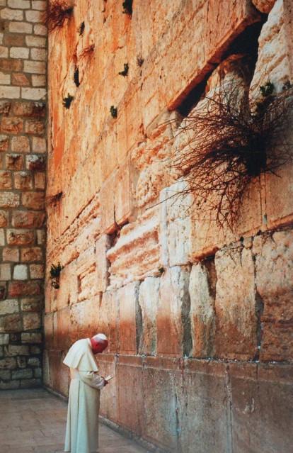 Pope John-Paul II at the Western Wall, 2000 - David RUBINGER