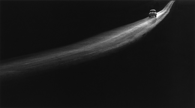 Black and white photography of a car in the night by George TICE.